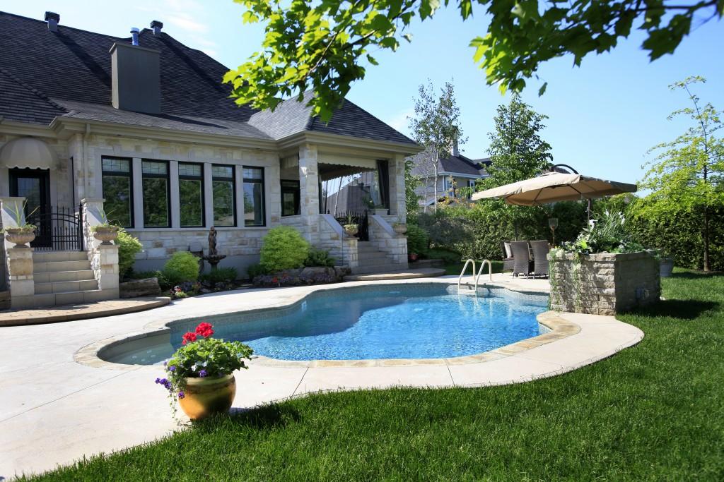 Piscine de b ton piscines soucy for Chauffage piscine quebec