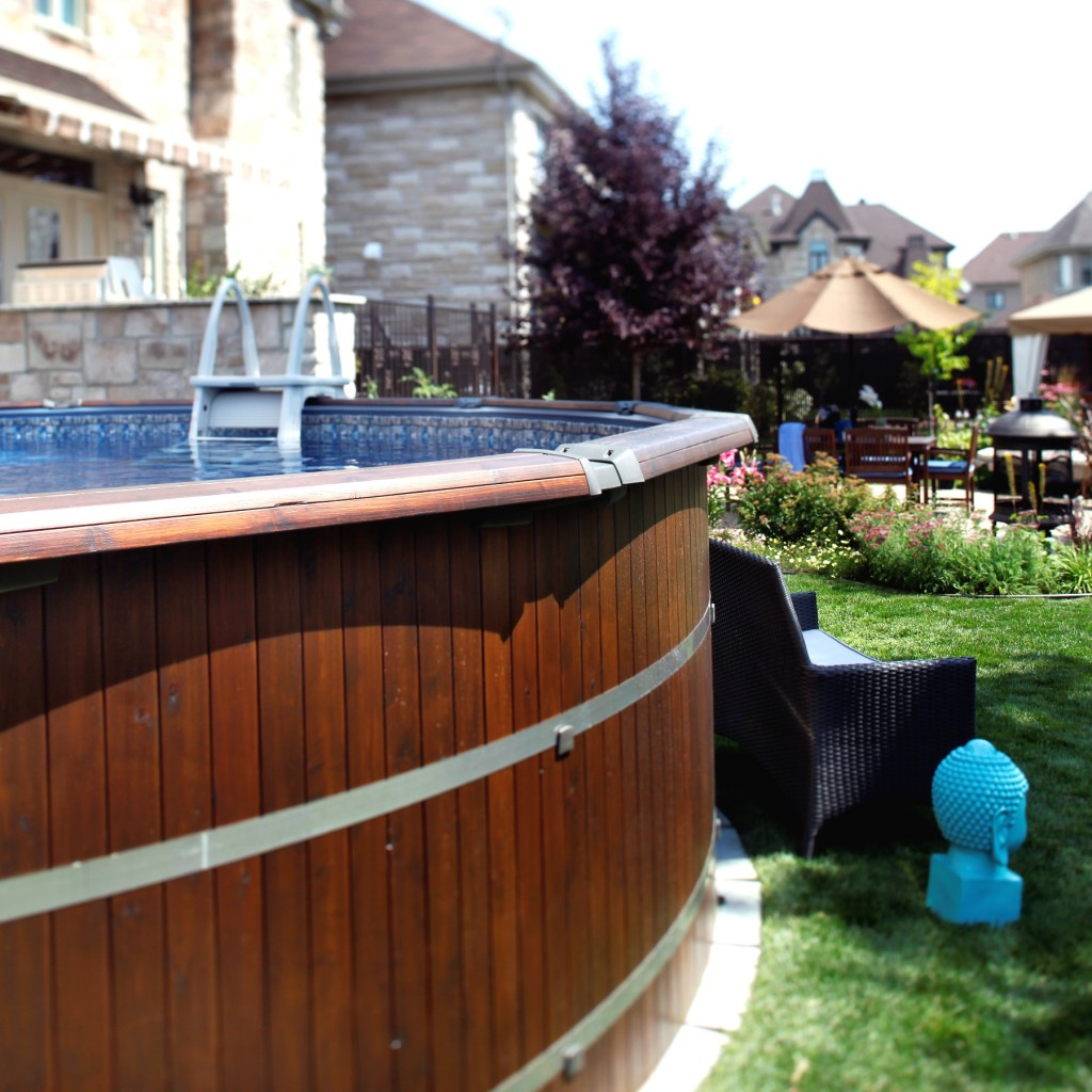 piscine hors terre bravo piscines soucy. Black Bedroom Furniture Sets. Home Design Ideas